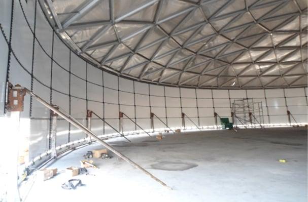 Ensamble del domo con los gatos mecánicos se sube alrededor de 0.80m para proceder con el ensamble del domo geodésico de aluminio